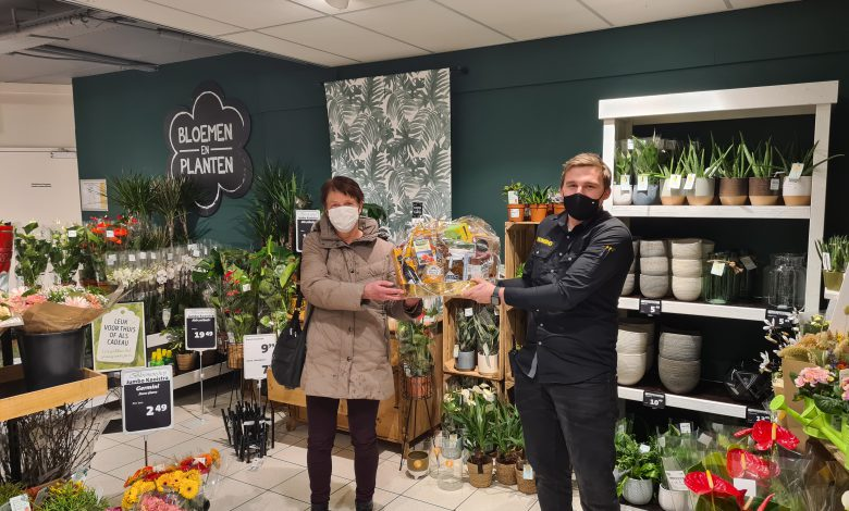 Photo of Familie Hoekstra uit Oppenhuizen winnaar puzzel Sneeker Seniorenkrant